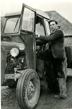 JIM CLARK ON THE FARM PERIOD PRESS PHOTOGRAPH.
