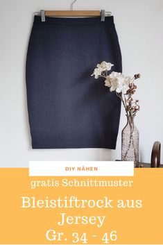 Jersey - sewing a pencil skirt - how it works for free with a free pattern . Jersey - sewing a pencil skirt - how it works for free with a free pattern . Kwik Sew Patterns, Dress Sewing Patterns, Diy Kleidung Upcycling, Jersey Skirt, Velvet Skirt, Chiffon Skirt, Crayon, Free Sewing, Sewing Clothes