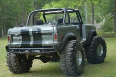 Vintage Ford Bronco Restoration Parts & Accessories - National Parts Depot Old Ford Bronco, Bronco Truck, Early Bronco, Jeep Truck, Bronco Ii, Ford Pickup Trucks, 4x4 Trucks, Custom Trucks, Cool Trucks