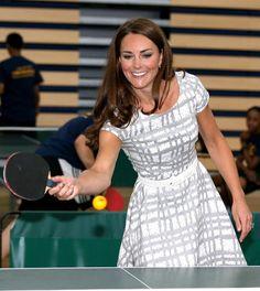 Pin for Later: Kate Middleton ist sich nicht zu schade mal so richtig ins Schwitzen zu kommen Tischtennis