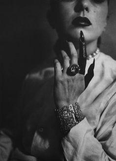 """Jacques-Henri Lartigue """"doigt peint de Florette Orméan, 1945"""""""