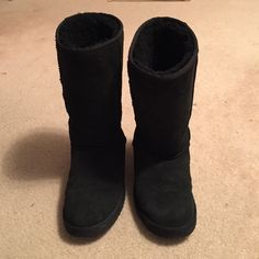 Tall Black Uggs One of the most beloved silhouettes, the Classic Tall is an icon of casual style. This boot delivers signature UGG comfort with luxurious Twinface sheepskin, a plush wool insole, and a lightweight, flexible outsole. In fantastic shape! Worn only a few times. Size 7. Happy shopping  UGG Shoes Winter & Rain Boots