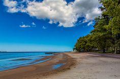 Turismo em Colônia do Sacramento: o que fazer no destino uruguaio - A Playa Ferrando fica a leste de Colônia e tem águas calmas e mornas