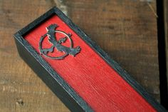 Theme: Pokemon Go Metal Charm(s): Team Valor Box: Black Lid: Red  Keep your pencils, pens and other stationary safe with this wooden pencil case or alternatively use to store jewellery, small tools or other on the go valuables. This handmade wooden box features a sliding embellished lid with a hand painted wood appearance. Its great for children and adults alike.  External dimensions - L: 20 cm - W: 5 cm - H: 4 cm Due to the type of paint used and the small metal charms we recommend for ages…