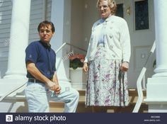 Director Chris Columbus with Robin Williams on set of Mrs Doubtfire, 1993 © Moviestore collection Ltd / Alamy Stock Photo