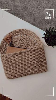 Free Crochet Bag, Crochet Simple, Crochet Diy, Crochet Crafts, Crochet Projects, Crochet Bags, Crochet Bag Tutorials, Crochet Purse Patterns, Crochet Basket Pattern