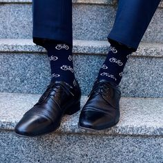 10 Best Groomsmen Gifts for Cyclists Wedding Socks, Wedding Men, Wedding Blog, Unique Socks, Cool Socks, Best Groomsmen Gifts, Groomsmen Presents, Groomsmen Socks, Blue Toes