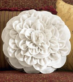 Chrysanthemum Pillow | DIY Flower Pillow from @joannstores | FREE Pillow Pattern