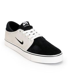 284f44689f A sleek one-piece forefoot improves durability with a combo Nike Zoom Air  midsole and