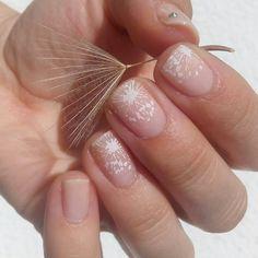 """Polubienia: 132, komentarze: 23 – Jagoda 🇵🇱🇷🇺 Ягода (@paznokcie_jgd) na Instagramie: """"Zdobienie lekkie jak dmuchawiec. . . Одуванчик для #ЛайкоПятницаОдуванчик #ЛайкоПятница от…"""" Nails, Beauty, Finger Nails, Ongles, Beauty Illustration, Nail, Nail Manicure"""