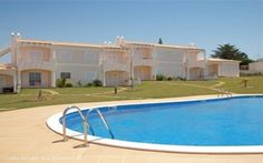 1 bedroom apartment with pool and seaview in Galé, Albufeira, Algarve,  Portugal - Completed in 2008 is this small gated condominium of only 30 apartments in total set in spacious landscaped gardens and located in the sought after Gale area of Albufeira. - http://www.portugalbestproperties.com/component/option,com_iproperty/Itemid,7/id,866/view,property/#