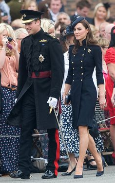 Love the coat dress. Kate Middleton in a double breasted, navy Alexander McQueen coat dress. Looks Kate Middleton, Estilo Kate Middleton, Kate Middleton Outfits, Princess Kate Middleton, Kate Middleton Prince William, Prince William And Catherine, William Kate, William Windsor, Royal Fashion