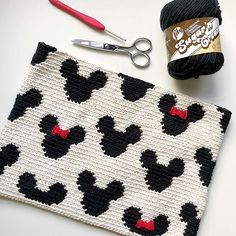 Mickey Zipper Pouch The Mickey Zipper Pouch is crocheted using the modified single crochet stitch for tapestry crochet which creates straight vertical lines of stitches. You can learn how to do th… - Mickey Zipper Pouch Crochet Shell Stitch, Single Crochet Stitch, Crochet Stitches, Clutch En Crochet, Crochet Pouch, Knit Crochet, Quick Crochet, Cotton Crochet, Free Crochet
