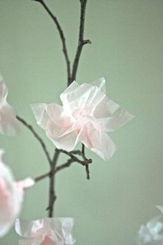 How To Create Paper Blossoms via Apartment Therapy. Please reuse paper! Flower Crafts, Diy Flowers, Japanese Theme, Spring Window Display, Window Displays, Diy Paper, Paper Crafts, Diy Fleur, Diy And Crafts
