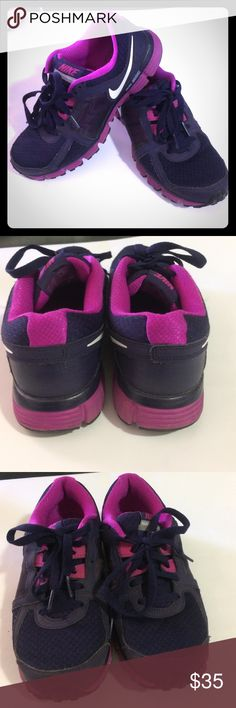 Nike tennis shoes Decent condition, worn a few times, have lots of life left in them. See pictures for condition. Nike Shoes Athletic Shoes
