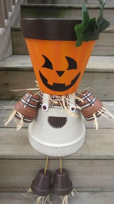 Hi, Deborah! We found new Homemade Salad Dressings and Clay Pots Pins and boards for you! Halloween Clay, Halloween Flowers, Halloween Projects, Halloween Pumpkins, Halloween Decorations, Flower Pot Art, Clay Flower Pots, Flower Pot Crafts, Flower Pot People