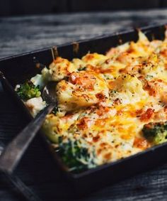 Cauliflower, brocoli and seafood gratin - Le Coup de Grâce Donna Hay Recipes, Nordic Recipe, Confort Food, Freezer Friendly Meals, Italian Spices, Mediterranean Recipes, Fish And Seafood, Vegetable Dishes, Love Food