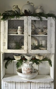 Shabby Chic Home Decor Shabby Cottage, Shabby Chic Homes, Cottage Chic, Shabby Chic Decor, Primitive Homes, Primitive Kitchen, Primitive Decor, Primitive Country, Primitive Hutch