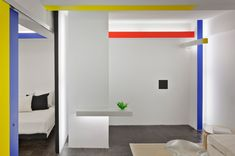 A little art goes a long way in this apartment! Piet Mondrian's iconic Broadway Boogie Woogie inspired the home of architect and critic Joseph Giovannini, who recasted the painting in his New York...