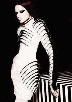 Sculptural Fashion - futuristic monochrome dress with layered surface construction. Design by Gareth Pugh. Fashion Details, Look Fashion, Fashion Art, Editorial Fashion, Fashion Models, High Fashion, Womens Fashion, Fashion Design, Latex Fashion