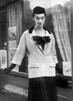 Dovima in Balenciaga, 1953 Film blog http://AnatomyFilms.com