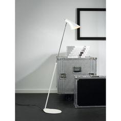 Jednopłomienna stylizowana lampa podłogowa Vanila o szczególnie ciekawej formie, doskonale sprawdzi się we wnętrzach w stylu industrialnym, oraz minimalistycznym. Cała lampa wykonana jest z metalu, co podnosi jej komfort użytkowania. Lampa posiada regulację klosza, dzięki czemu możemy skierować światło w wybrane miejsce.