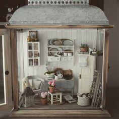 Miniature by slallaheikilla Vitrine Miniature, Miniature Rooms, Miniature Houses, Miniature Furniture, Dollhouse Furniture, Barbie Furniture, Miniture Things, Little Houses, Dollhouse Miniatures