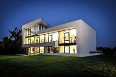 Firmengebäude in moderner Architektur