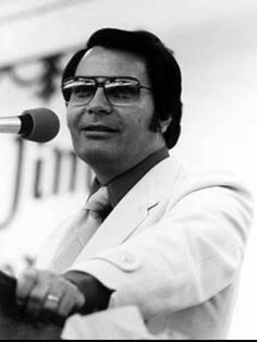 Jim Jones founder and leader of The People's Temple, best known for the cult suicide of 909 of its members in Jonestown, Guyana, and the murder of 5 individuals at a nearby airstrip. Jonestown Massacre, Famous Murders, Real Monsters, Evil People, Thats The Way, Criminal Minds, Serial Killers, True Crime, Portrait Photo
