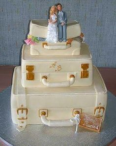 Classic And Elegant Russian Wedding cakes 2014 Unusual Wedding Cakes, Creative Wedding Cakes, Themed Wedding Cakes, Amazing Wedding Cakes, Wedding Cake Designs, Cake Wedding, Suitcase Cake, Travel Cake, Russian Wedding