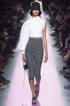 Jacquemus Fall 2017 Ready-to-Wear Collection Photos - Vogue