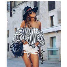 Neste verão vamos abusar dos shorts e das blusas ombro a ombro.  #cool #street #style #jeans #black #blue #jeansdestroyed #guedinhajo #instalover #lookofthenight #lookoftheday #fashionista #fashionstore #fashionstyle #fashionph #lifestory #lifestylie #stylefasfhion #styleb