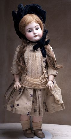 "Wonderful HANDWERCK DEP DOLL for french market 27"" ( 68 cm) c. 1900- Antique dolls at Respectfulbear.com"