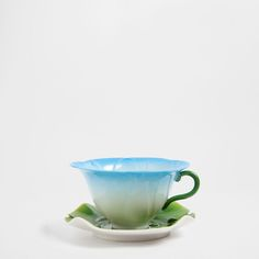 FLOWER-SHAPED TEACUP