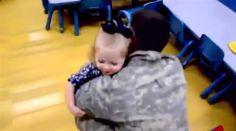 Vídeo mostra o reencontro emocionante de soldados americanos com suas famílias, ao voltar da guerra. - MM ON