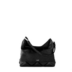 The New York Style (classic hobo bag) is surrounded by pyramid elements that specifically bring out its main points. SHOP: https://arutti.de/shop/new-york-style-black-beauty/?lang=en