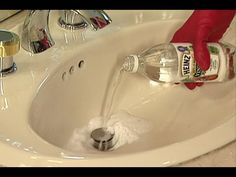▶ Cómo desatascar un desagüe del fregadero, fácilmente - YouTube