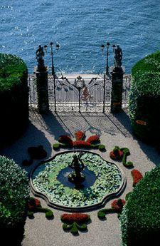 Lake Como Villa Courtyard