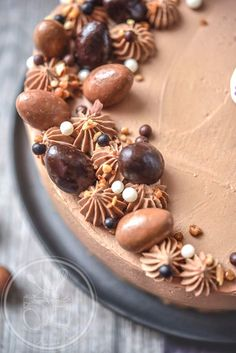 Easter Chocolate Passion Cake: the chocolate passion blend must be . Pretty Cakes, Beautiful Cakes, Amazing Cakes, Fondant Cakes, Cupcake Cakes, Easter Cake Easy, Easter Chocolate, Cake Chocolate, Novelty Cakes