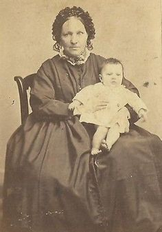 CDV PHOTO VICTORIAN MOTHER W/ BABY ENORMUS DRESS EURO