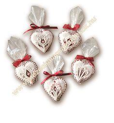 mézeskalács köszönetajándék szív esküvőre 111-010-1  www.mezeskalacsajandekok.hu Cupcake Cookies, Cupcakes, Churros, Cookie Decorating, Macarons, Christmas Ornaments, Holiday Decor, Biscuits, Muffins