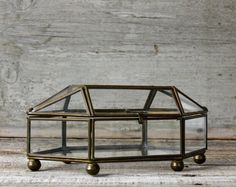 Vintage brass and glass display case.  shavingkitsupplies.  Etsy.
