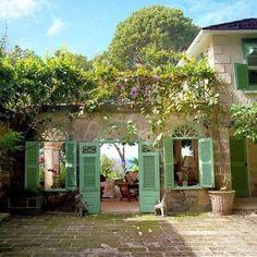 L'immagine può contenere: pianta, albero, casa, cielo e spazio all'aperto