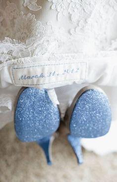 """18 Etwas Blaues stickreien zeit logo raum brautkleid brautschuhen """"Etwas Blaues"""" Inspiration für die Hochzeit"""