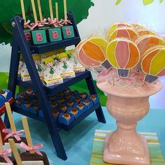 Brownie no palito, Balão de bolacha amanteigada, brigadeiro gourmet churros para a querida Betina!!! #festamundodobita #festamenina #mundodobita @micheli_bortolanza