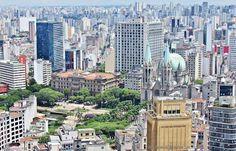 Foto: Praça da Sé - Vista do Banespa/Santander – São Paulo – Centro – Brasil  Foto de Antonio Marin Jr Fotos de São Paulo: https://plus.google.com/u/0/collection/sJaxAB Um dos símbolos mais famosos de São Paulo, o Prédio do Banespa (também apelidado de Banespão) proporciona aos visitantes uma das vistas mais incríveis da cidade. Do alto de seus mais de 160 metros é possível avistar em 360° a região central e as zonas Norte e Leste da capital, inclusive as torres da Avenida Paulista.