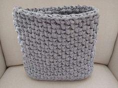 Telo kabelky je hotové, výška 27 cm Crochet, Bag, Crochet Crop Top, Chrochet, Knitting, Bags, Haken, Quilts, Hand Crochet