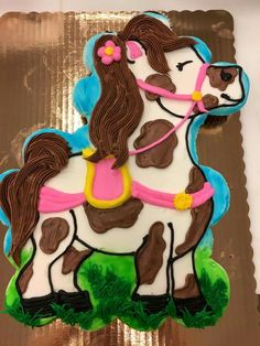 24 cupcake cake decorated with buttercream Horse Theme Birthday Party, 7th Birthday Party Ideas, Horse Party, Cowgirl Birthday, Cowgirl Party, Lego Birthday, Pull Apart Cupcake Cake, Pull Apart Cake, Cupcake Birthday Cake