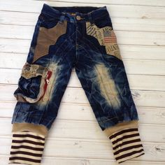 These are very well made and also very unique and fun they are a size 3t. Find them on Totspot.