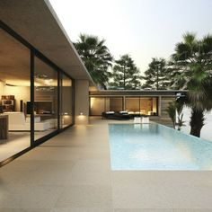 Nice flooring from house to pool. Dream Home Design, Home Design Plans, Modern House Design, Modern Architecture House, Architecture Design, Small Pool Design, Modern Pools, Courtyard House, Dream House Exterior
